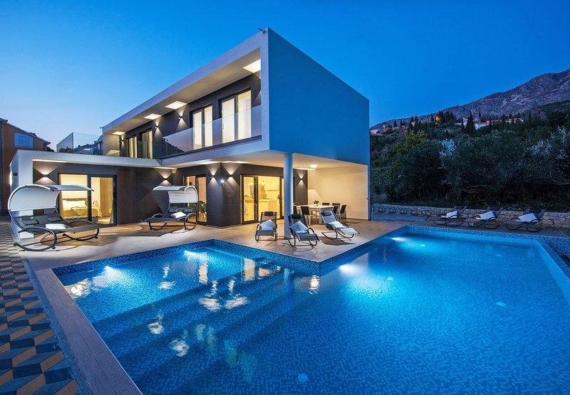 Villa Primavera with Swimming Pool, casa vacanza a Celopeci