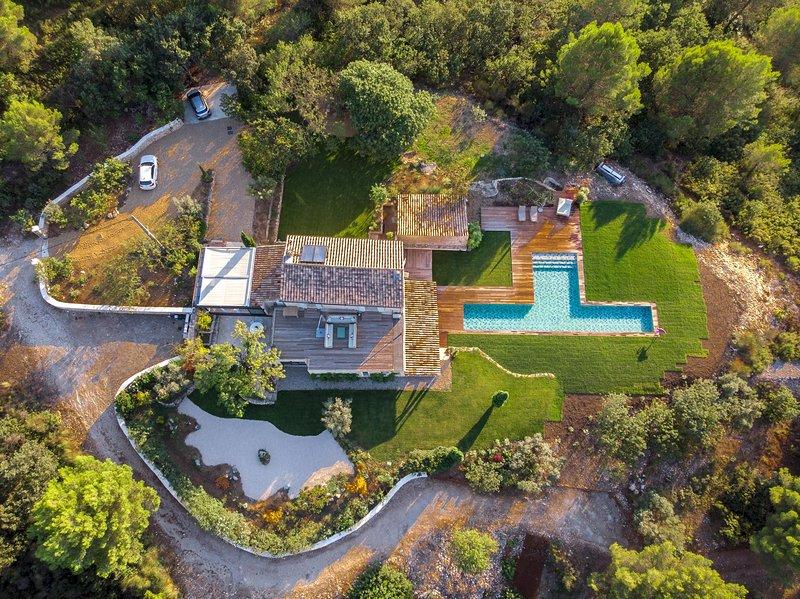 Superbe propriété avec piscine au coeur de la nature, holiday rental in Meyreuil