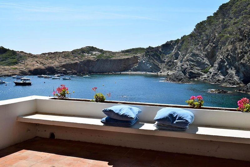 Apartment in the beach.Sa Tuna-Begur. Terrace with sea views. Five people., vakantiewoning in Begur