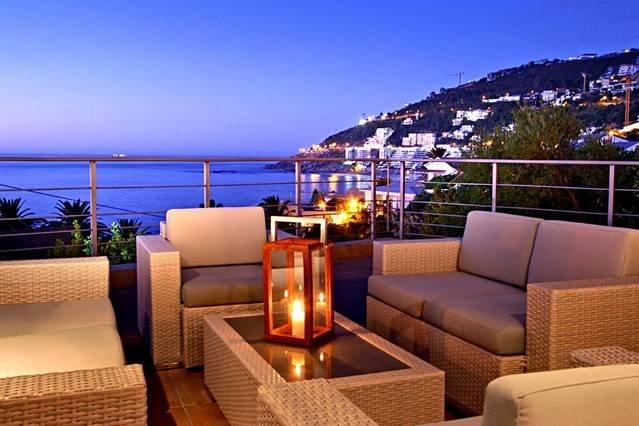 Three Bedroom Clifton Beach Bungalow with Beautiful Sea Views (, aluguéis de temporada em Clifton