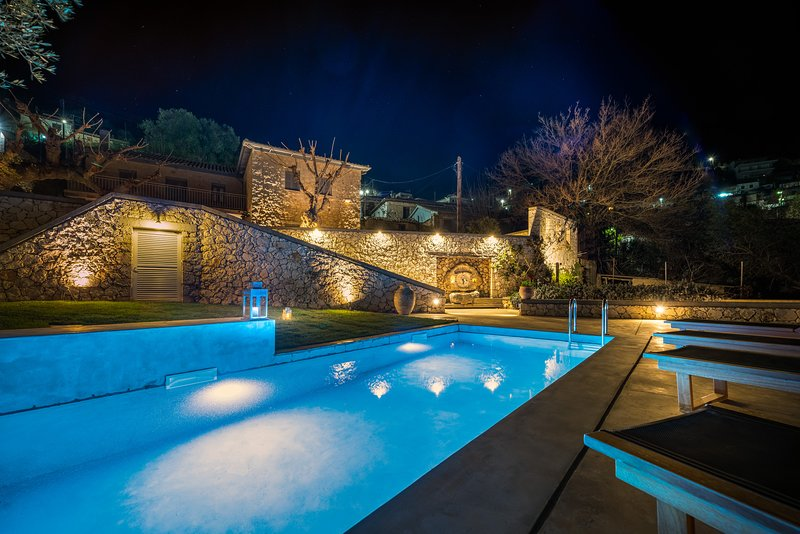 Siora Tanto Villa, a combination of rustic charm and modern flair!Special offer!, holiday rental in Exanthia