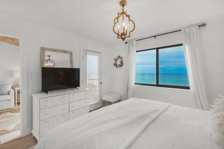 Private Master Suite with amazing views!
