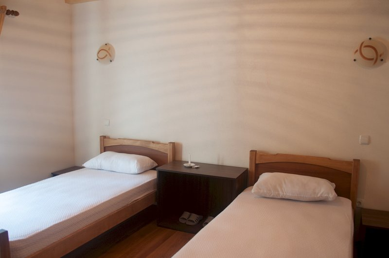 Standard Twin Room with shared bathroom, holiday rental in Kukes County