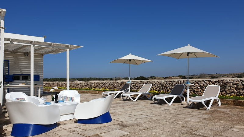 villa 2: outdoor furniture with lounge, sunbeds and umbrellas. March 2019.