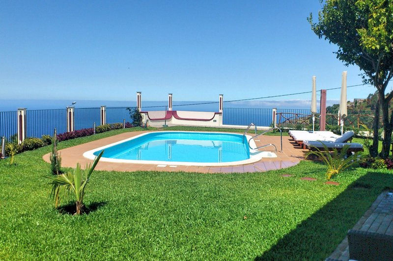 Secluded Tranquil Spacious Villa, Stunning Views, Heated Pool & A/C | Theo's, vacation rental in Faja da Ovelha