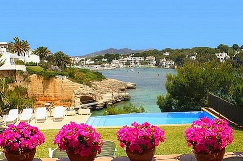 Amazing views over the Bay, Beach & the beautiful old part of the Cala d´Or Marina.