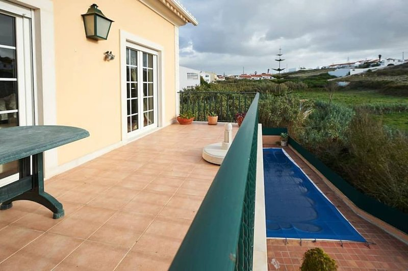 Apartament 300 m S. Julião beach - Ericeira, holiday rental in Sao Joao das Lampas e Terrugem
