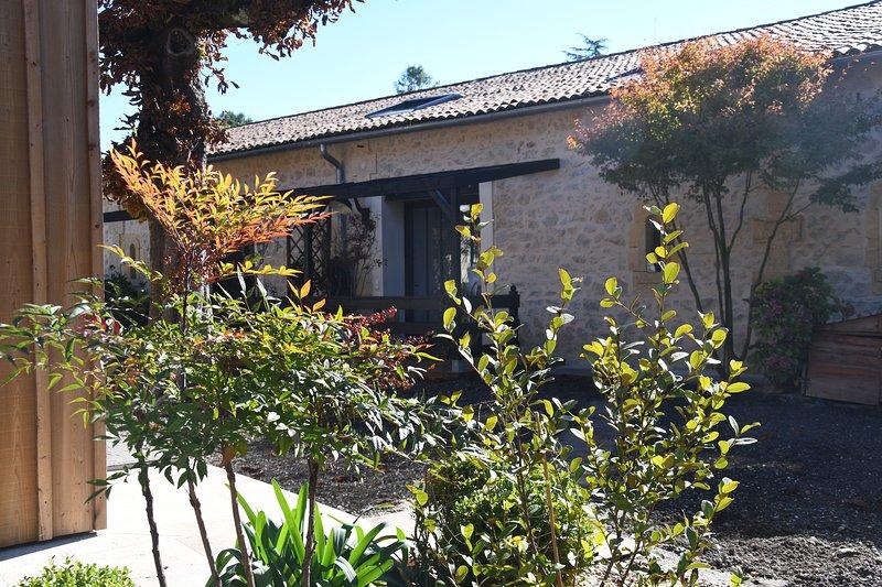 CHARMANT LOFT DES AGAPANTHES A PROXIMITE DE BORDEAUX, vacation rental in Beautiran