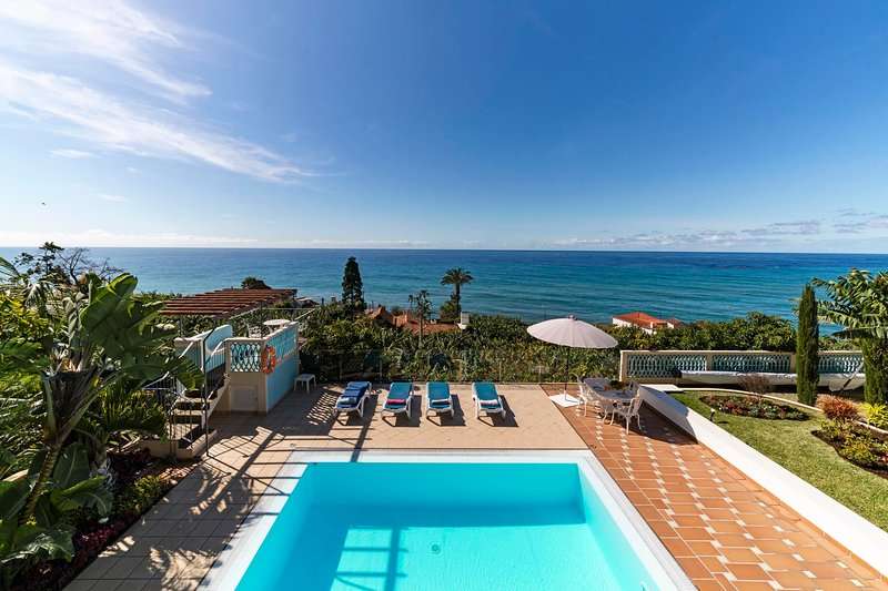 Delightful villa with infinity pool and outstanding views | Villa Do Mar III, location de vacances à Arco da Calheta