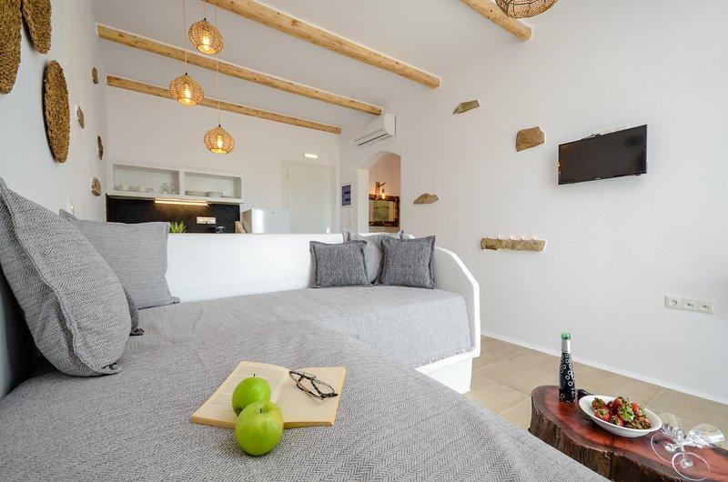 GLARONISSI BEACH (Grand Premium Sea View Suite), holiday rental in Plaka