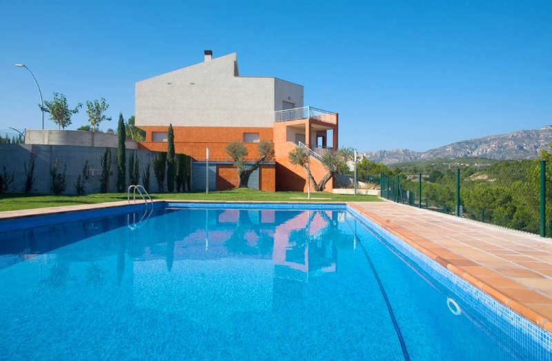 Villa Moderna Cerca de la Playa Almadrava, vacation rental in Calafat