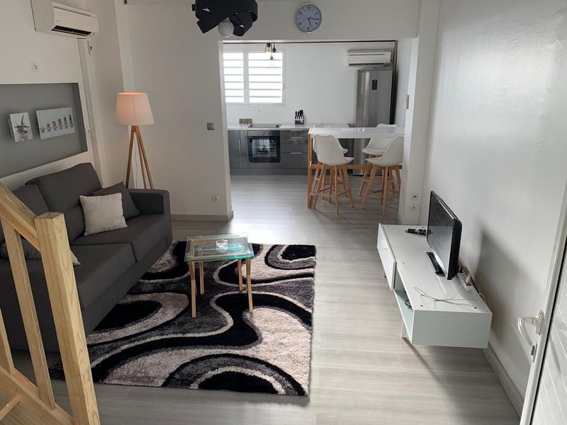 Nice apartment near the beach, location de vacances à Schoelcher