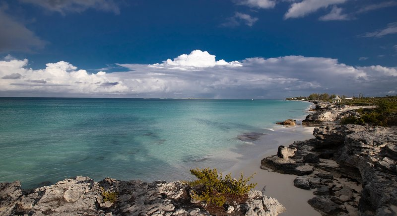 Welcome to Sea Glass... a private beachfront oasis on Great Harbor Cay., holiday rental in Great Harbour Cay