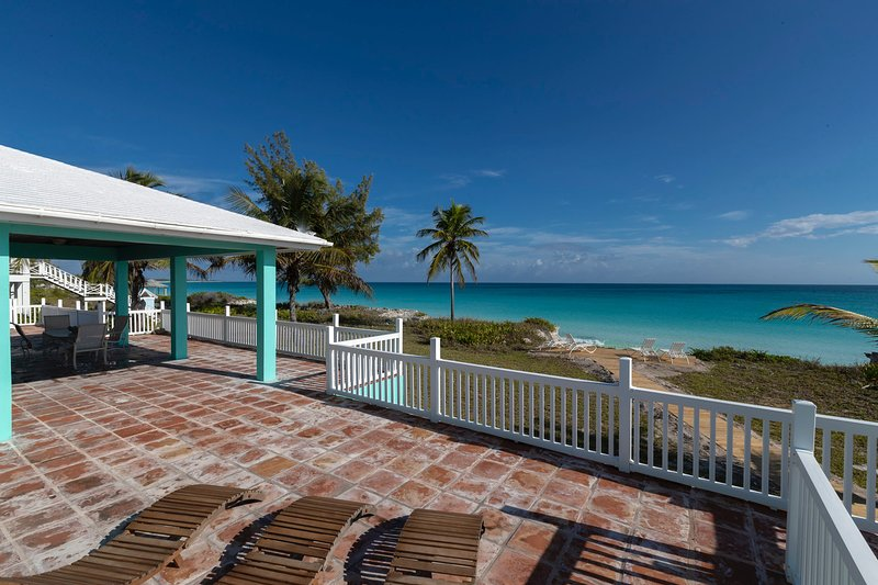 Welcome to Sea Glass... a private beachfront oasis on Great Harbor Cay., vacation rental in Great Harbour Cay