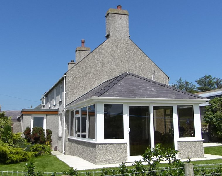 Llyn Holidays - Cae Garw Farmhouse, holiday rental in Abersoch