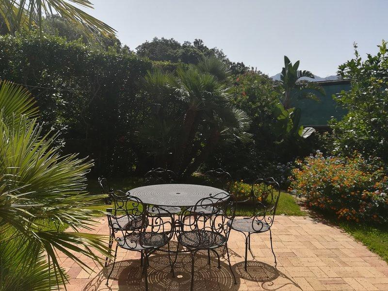 Spacious house with sea view, aluguéis de temporada em Lacco Ameno