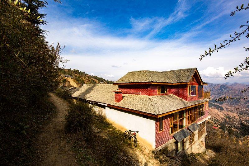 ZostelX - Cheog, Shimla, vacation rental in Fagu