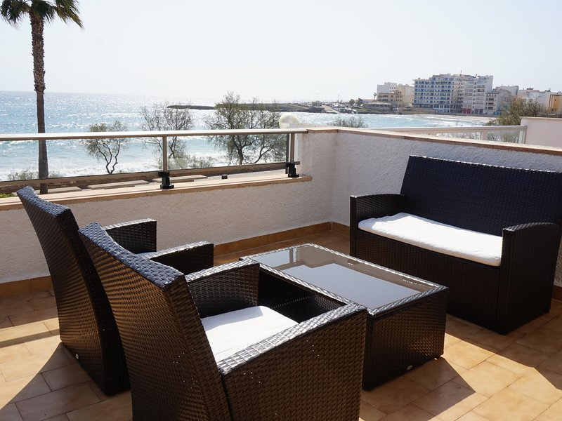 Apartment with terrace by the beach with sea view - Antic 102, location de vacances à S'illot