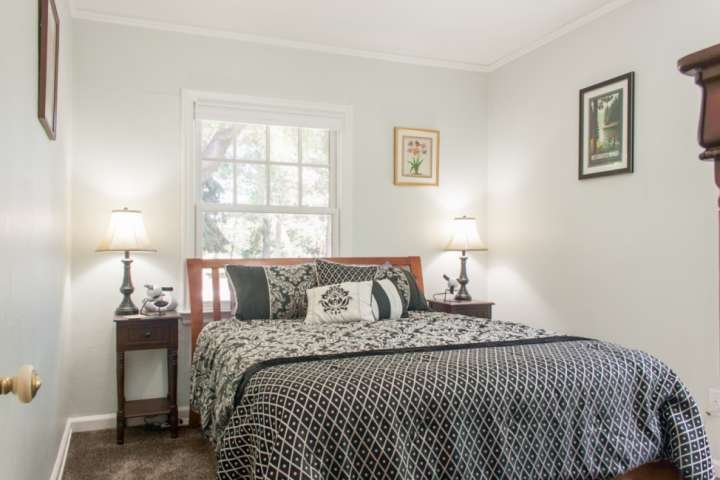 Wonderful cozy bedroom with pillow-top Queen bed.  Beautifully decorated.  Enjoy privacy or a cool Central Oregon breeze.