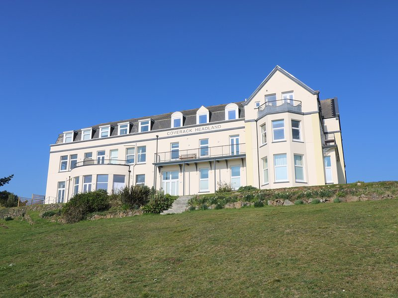 GANNET WATCH second floor apartment, clifftop location, in Coverack, Ref, vacation rental in Coverack