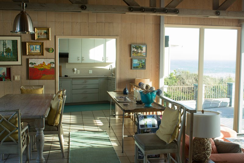 Monterey Pennisula Beach Front House Gated Community, Tennis & Basketball Courts, alquiler de vacaciones en Moss Landing