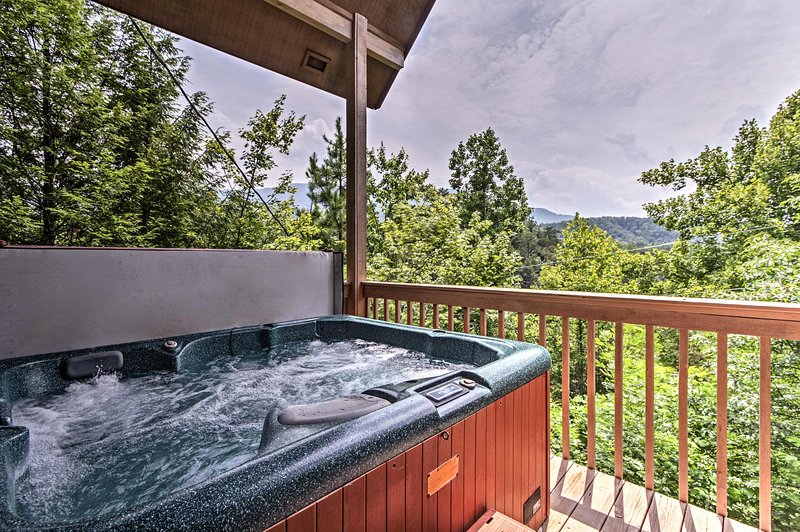Sciogli le tue preoccupazioni nella vasca idromassaggio privata di questa casa vacanze!