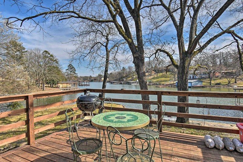 Reserve su escapada de Lake Hamilton a este encantador alquiler de vacaciones en Hot Springs!