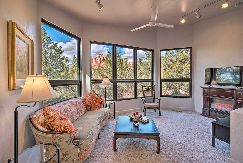 Sedona Apartment w/ Private Patio & Red Rock Views, holiday rental in Village of Oak Creek