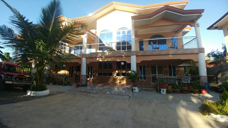 Deduct 20% Discount on Entire House Base Price $55/night OR $18/room per night, vacation rental in Mactan Island