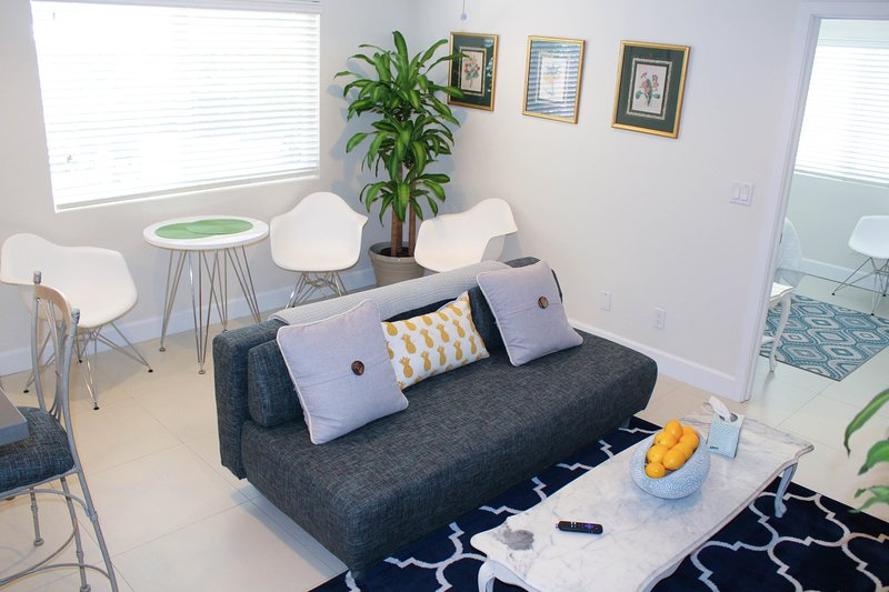 Cozy fully equipped 1 BR suite w/private courtyard, holiday rental in Wilton Manors