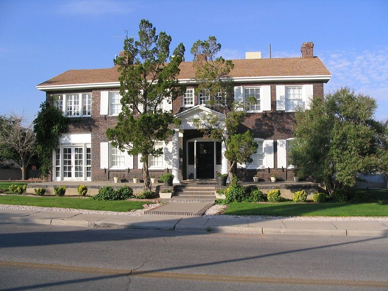 Hawthorne House...near UTEP, Downtown & ciudad Juarez, holiday rental in Santa Teresa