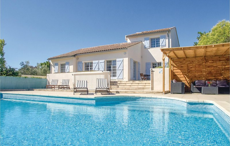 Awesome home in Thezan les Beziers with Outdoor swimming pool, Outdoor swimming, holiday rental in Lignan-sur-Orb