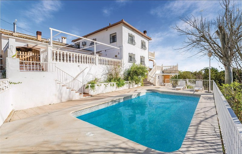 Awesome home in Callosa d'En Sarrià with WiFi, Outdoor swimming pool and 5 Bedr, holiday rental in La Nucia