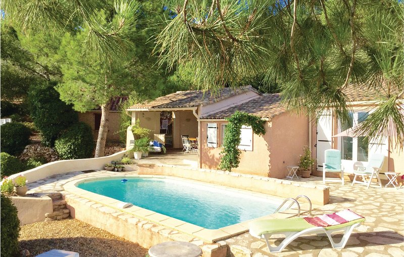 Stunning home in Pierrerue with Outdoor swimming pool, WiFi and Outdoor swimming, holiday rental in Cebazan