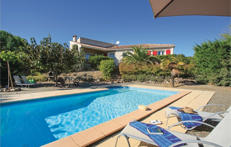 Awesome home in Prades sur Vernazobres with Outdoor swimming pool, WiFi and Outd, holiday rental in Cebazan