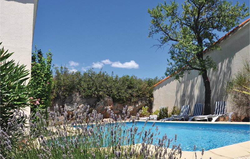 Beautiful home in Poulozs-Minervois with Outdoor swimming pool, WiFi and Outdoor, holiday rental in Paraza