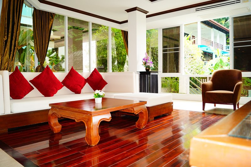 Beautiful large apartment with a magnificent view. The apartment is fully equip, vacation rental in Karon Beach