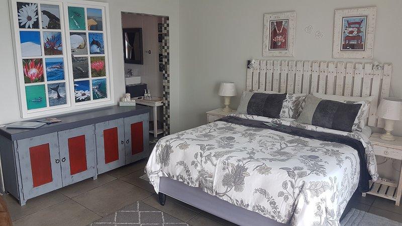 Amazing Grace B&B Dolphin room in De Kelders, Gansbaai, location de vacances à Franskraal