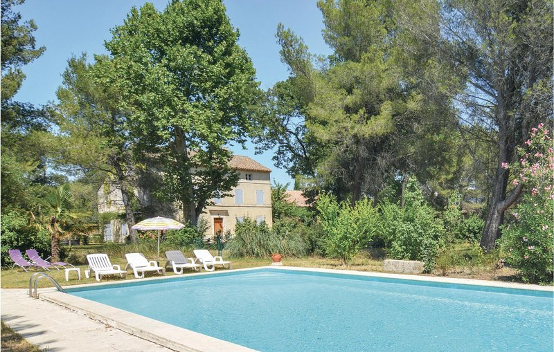 Amazing apartment in Saint-Rémy-de-Provence with Outdoor swimming pool, WiFi an, vacation rental in Paluds de Noves