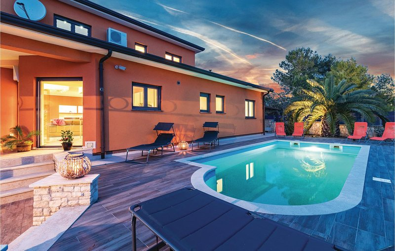 Beautiful home in Fazana with Outdoor swimming pool, WiFi and Outdoor swimming p, Ferienwohnung in Fazana