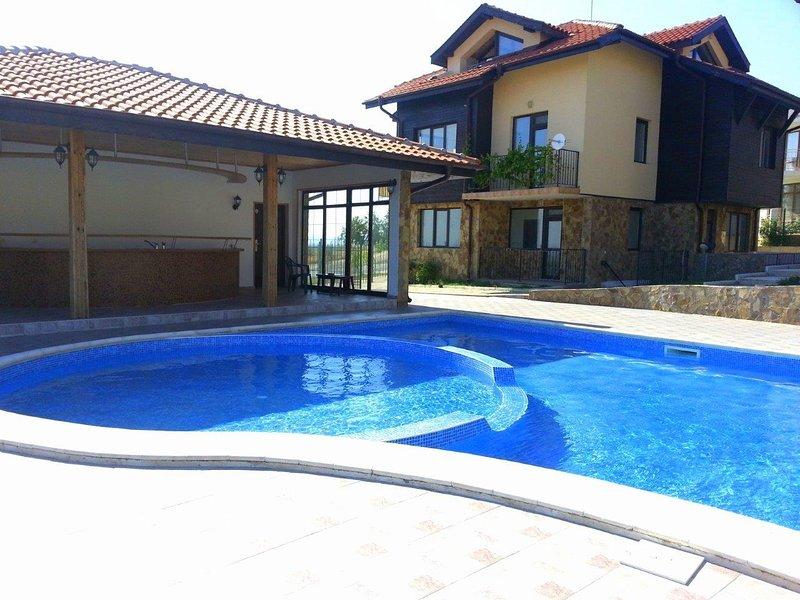 Sunny Hill B2- Modern Villa with panoramic Sea View, holiday rental in Kosharitsa