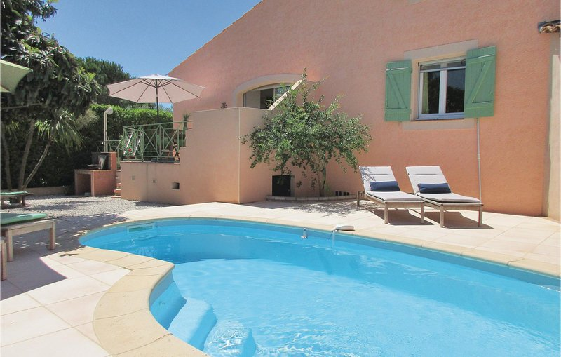 Awesome home in Creissan with Outdoor swimming pool, Heated swimming pool and 5, holiday rental in Cebazan