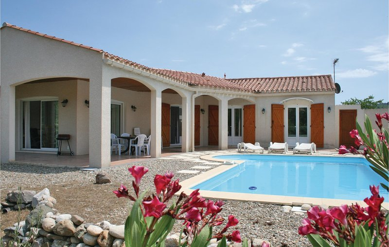 Amazing home in Prades sur Vernazobre with Outdoor swimming pool, WiFi and Outdo, holiday rental in Cebazan