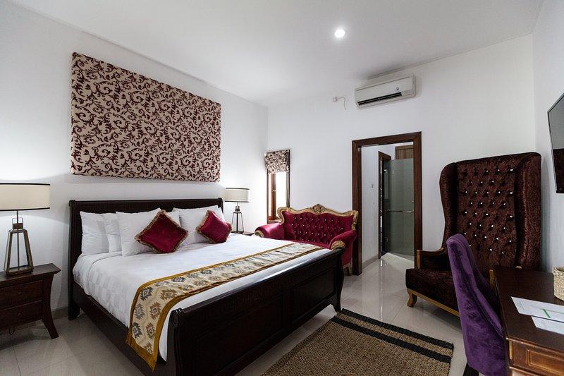 Villa Griyani 3 - Sleeps 6, holiday rental in Pemecutan Klod