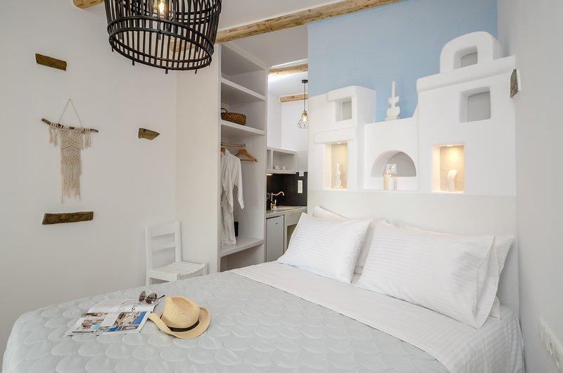 GLARONISSI BEACH (Deluxe Sea View Unit 1), holiday rental in Plaka