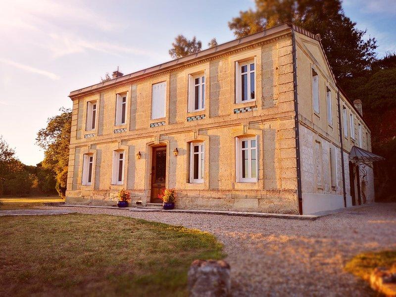 Guest house dans un ancien domaine viticole des Côtes-de-Bourg, holiday rental in Berson