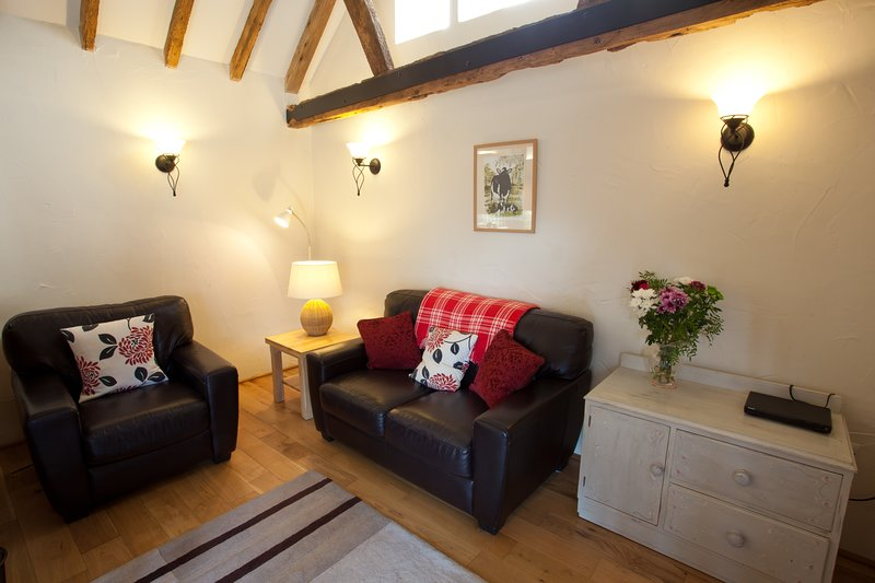 Mouse House a cosy converted barn on a farm, location de vacances à Wisborough Green