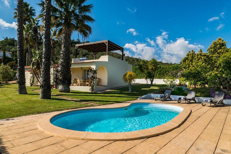 Bandicoot Villa, Lagoa de Momprolé, Algarve, holiday rental in Loule
