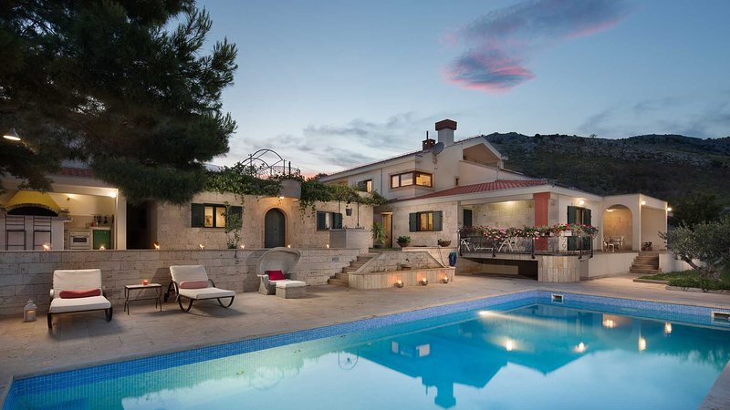 Luxury villa Castello on large estate with pool and stunning view- EOS-CROATIA – semesterbostad i Prgomet