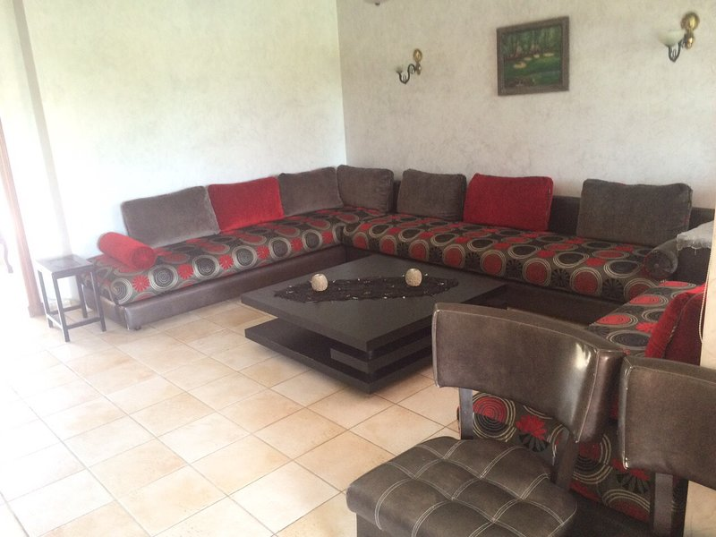 Big house with shared pool, vacation rental in Rabat-Sale-Zemmour-Zaer Region